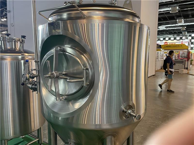 commercial microbrewery-fermenter-ferment-fermentation tank.JPG
